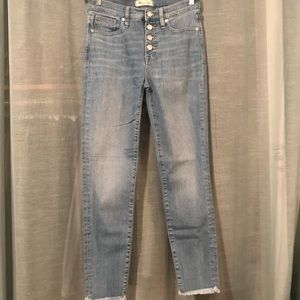 "Madewell 9"" HR button through crop jean"